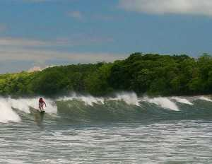 Sufing a point break in the Montezuma/Malpais area